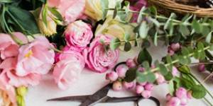 How to Build Your Own Flower Arrangements | Kudos